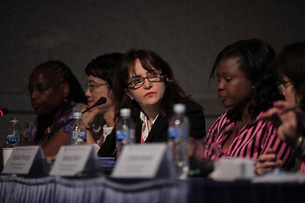 2015 세계과학기자대회 '지구적 관점으로 본 성차별주의, 과학보도와 해결책' 세션에 패널로 참석한 코니 세인트루이스 교수(왼쪽 끝)와 데보라 블룸 교수(왼쪽 세 번째) 등.   - 세계과학기자대회 제공